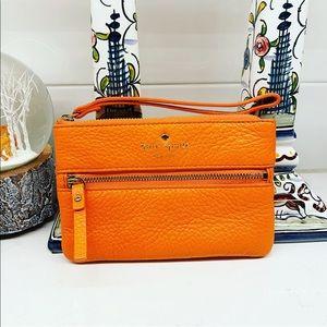 NWOT Kate Spade Cobble Hill Bee Orange Wristlet